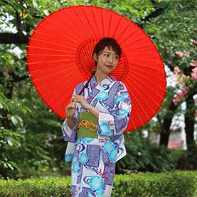 赤い和傘を持った女性、京都