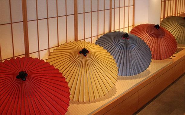 手漉き和紙、草木染の和紙で作った蛇の目傘