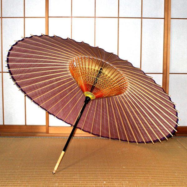 赤い縞模様の和傘 内側の糸かがり 蛇の目傘の内側 Japanese umbrella