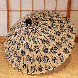 白地 藍色の花てまり模様 もよう和傘 蛇の目傘 Japanese umbrella