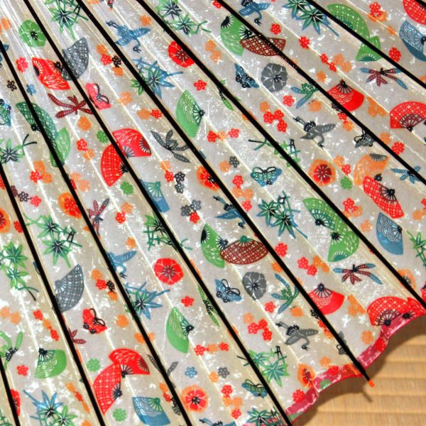 扇のもよう 白地に華やかな柄 和傘 型染和紙