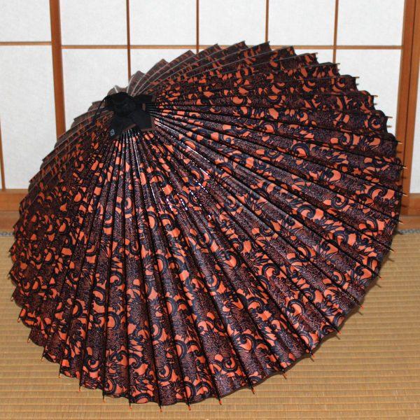 弁柄色 黒の牡丹唐草もよう 型染め蛇の目傘 もよう和傘 Japanese umbrella