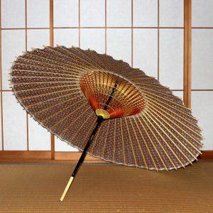 蛇の目傘の内側 茶色の和傘 型染和紙がお洒落 Japanese umbrella