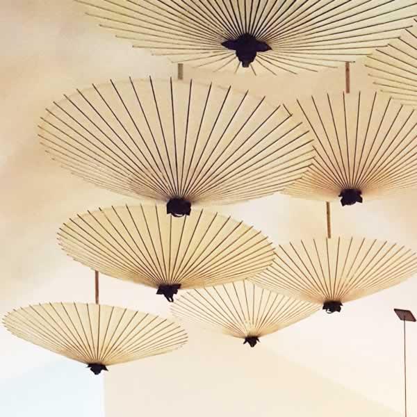 天井 インテリア 和傘 番傘 拡大 umbrella interior 白いインテリア