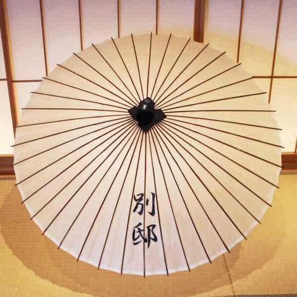 極上番傘に名前を手書きで描く 手描きしるし入れ 白い番傘 japaneseumbrella