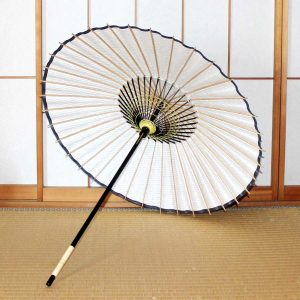 和日傘、型染和紙、骨組に型染和紙、竹、木を材料に日本の職人が手作りした和日傘。