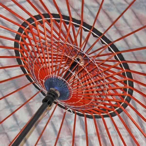 絞り染め和紙の和日傘 糸飾りが美しい