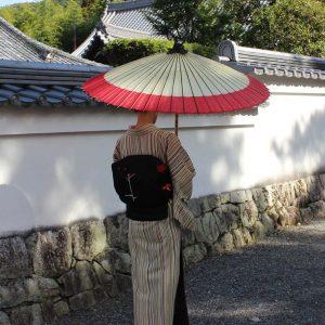 番傘 赤と白 着物姿と和傘 Japanese umbrella  番傘軒奴赤