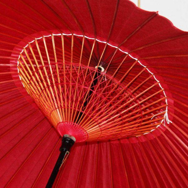 和傘の内側 赤 糸飾り 京紅