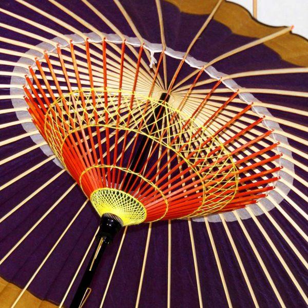 蛇の目傘の内側 糸飾り