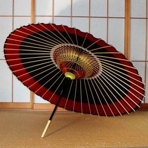 蛇の目傘の内側 糸飾り 黒地に赤