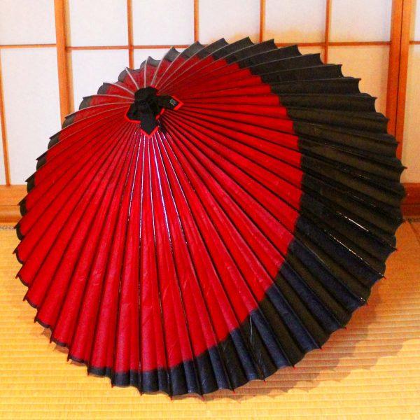 赤い蛇の目傘に黒い三日月切り替え 和傘 Japanesesumbrella