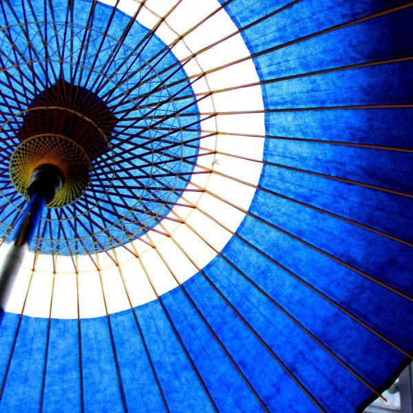 蛇の目傘 内側 糸飾り 青い和傘 Japanese umbrella