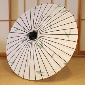 和日傘 笹の葉入りの手漉き和紙を日傘にしました