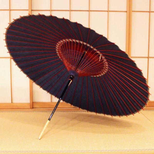 藍色の和傘、Japanese umbrella、青色の番傘、雨の日の和傘