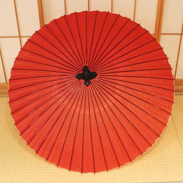 赤色の番傘、赤色の蛇の目傘、雨の日の和傘