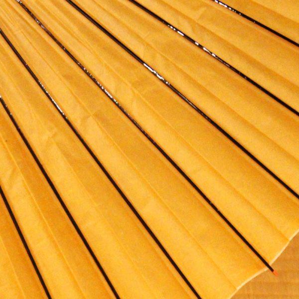 黄色の和傘、雨の日の和傘