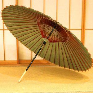 緑色の和傘、雨の日用の和傘