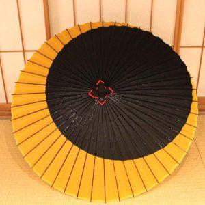 蛇の目傘、月もようの和傘、黒と黄色の和傘