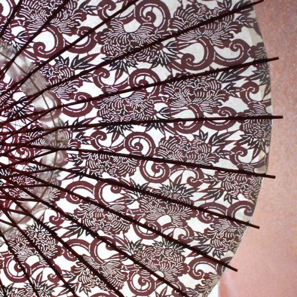 型染和紙と竹とと木を材料とした和日傘です。日本の職人の手作り品です。