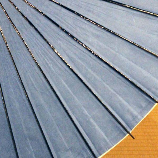 青色の和日傘、材料をすべて自然素材の物を使用しています。