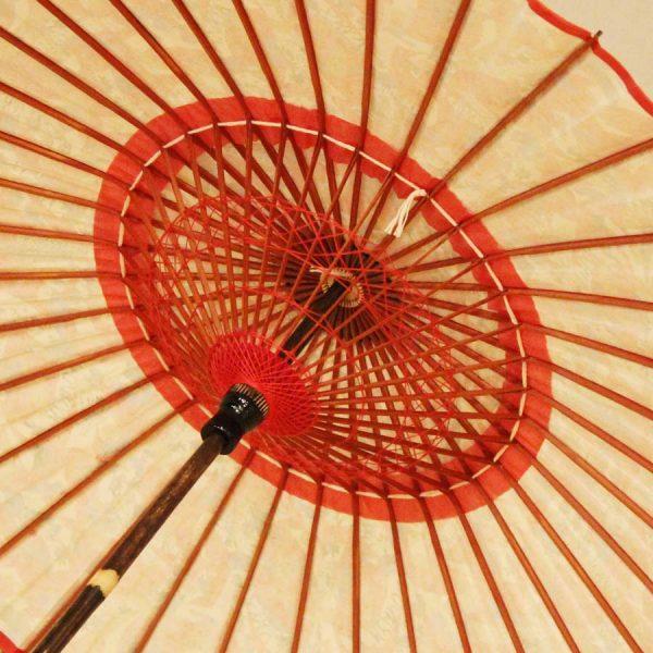 黒竹和日傘の内側 糸飾りが美しい