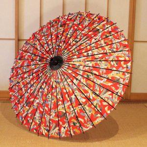 華やかな赤系の友禅和紙の束ね熨斗の模様の和日傘