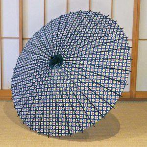 青地の和柄もようの和日傘