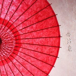 紅色の雲竜紙の和日傘です。和紙、竹を主な原材料とした自然に優しい和日傘です。
