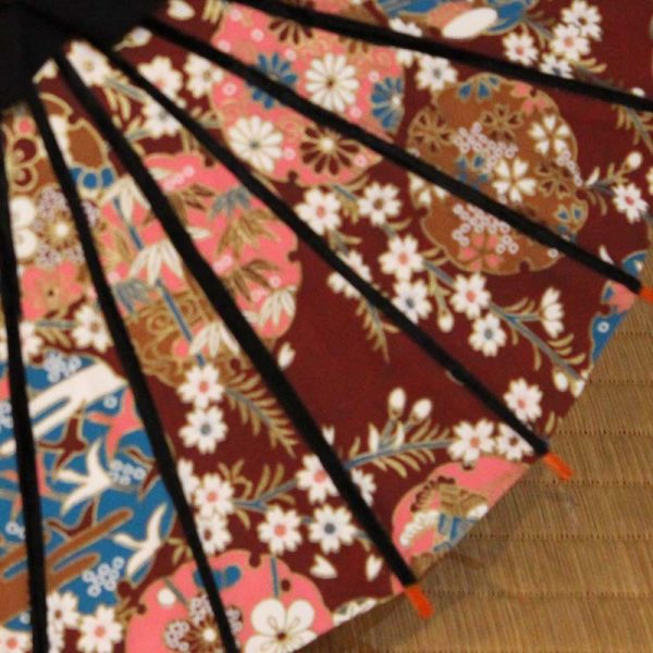 ミニチュアサイズのかわいいだけでなく本格的なミニ和傘です。雪輪ちらしの模様のミニ和傘です。