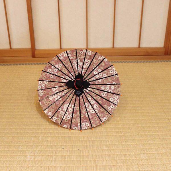 ミニチュアサイズの和傘です。雪柳もようのミニ和傘です。