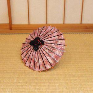 ミニチュアサイズの和傘です。すすきの模様のミニ和傘です。