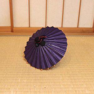 紫色のミニチュアサイズの和傘
