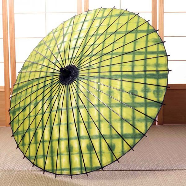 黄緑色の和日傘