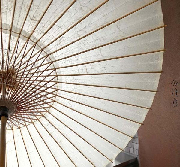京都黒谷和紙で仕立てた蛇の目傘です。