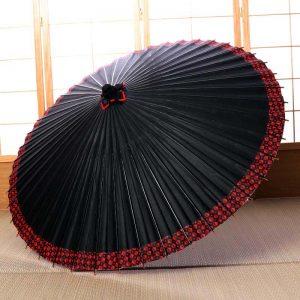 黒地にふちが菱つなぎ模様の和傘