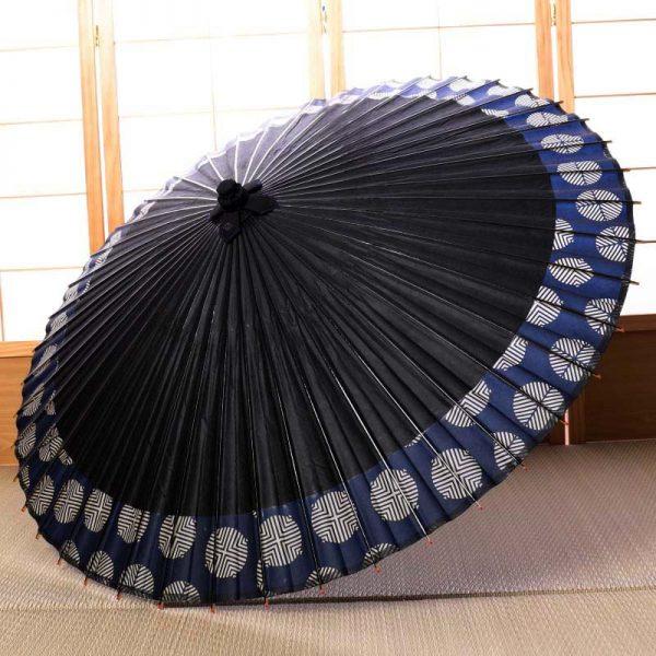 国産の自然素材のみで仕立てた雨の日に使用できる和傘です。