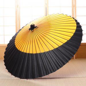 黄色と黒の配色の和傘