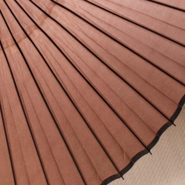 茶色の防水加工済の和紙の和傘です。