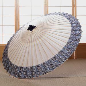 白地にさざ波もようの和傘