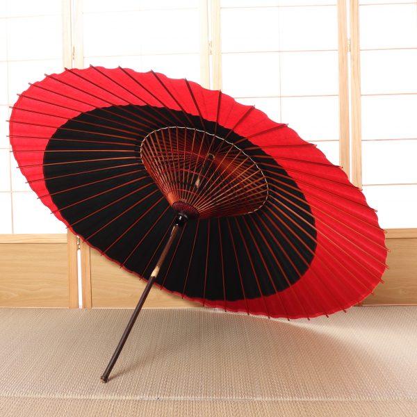 赤と黒の傘