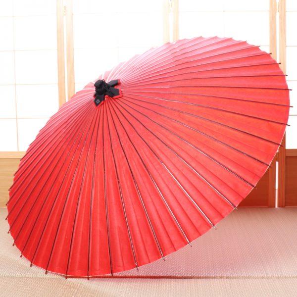 朱色の和傘(蛇の目傘)