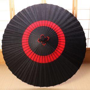 個性派|雨の日の和傘|艶消し蛇の目柄『漆黒に紅』 |京都|和傘屋辻倉