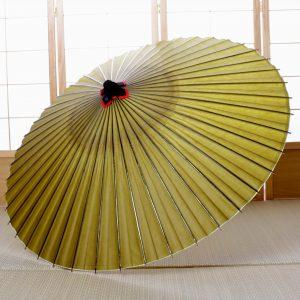 黄みどり色の和傘