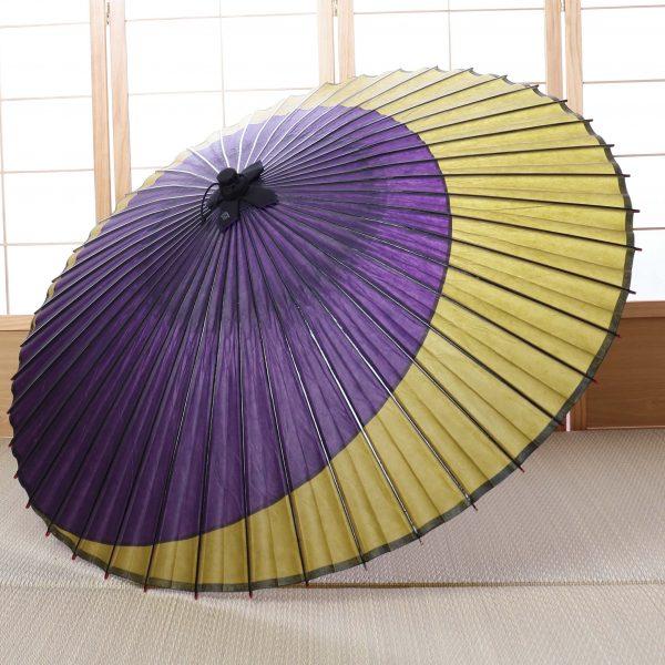 紫と黄緑の三日月模様の和傘
