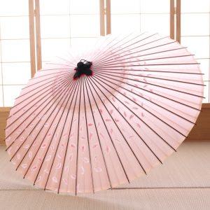 桜吹雪の桃色の和傘