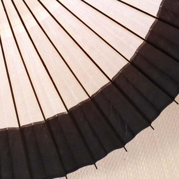 白黒の番傘