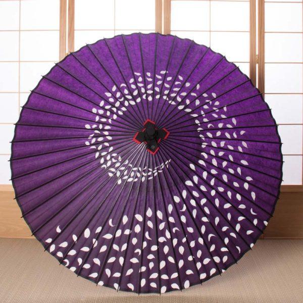 桜吹雪もようの紫色の蛇の目傘